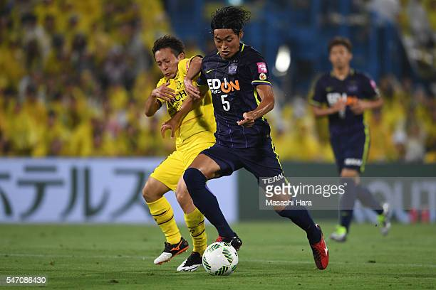Kazuhiko Chiba of Sanfrecce Hiroshima and Hiroto Nakagawa of Kashiwa Reysol compete for the ball during the JLeague match between Kashiwa Reysol and...