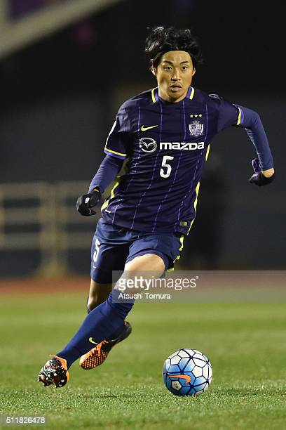 Kazuhiko Chiba of Sanfrecce Hiroshima runs with the ball during the AFC Champions League Group F match between Sanfrecce Hiroshima and Shandong Lueng...