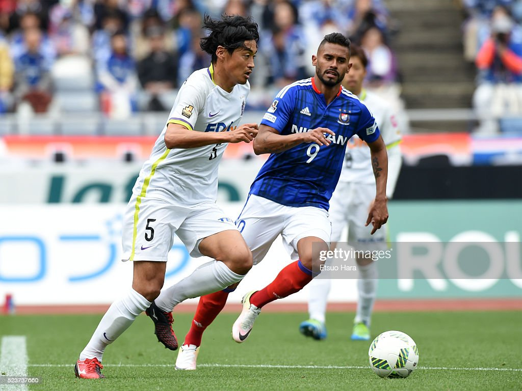 Kazuhiko Chiba of Sanfrecce Hiroshima#5 in action during the J.League match between Yokohama F.Marinos and Sanfrecce Hiroshima at the Nissan Stadium on April 24, 2016 in Yokohama, Kanagawa, Japan.