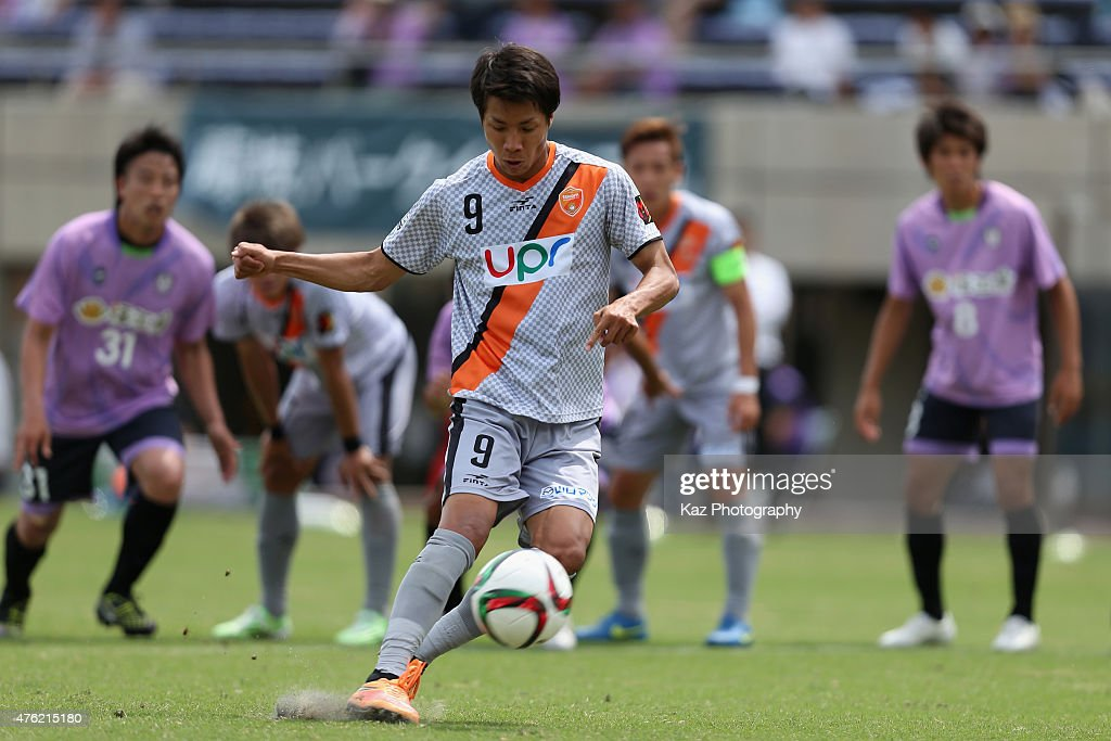Kazuhito Kishida of Renofa Yamaguchi scores his team's first goal from the penalty spot during the J.League third division match between Fujieda MYFC and Renofa Yamaguchi at Fujieda Stadium on June 7, 2015 in Fujieda, Shizuoka, Japan.