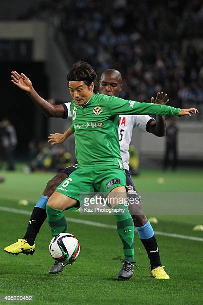 Kazuki Anzai of Tokyo Verdy and Adailton of Jubilo Iwata compete for the ball during the J.League second division match between Tokyo Verdy and...