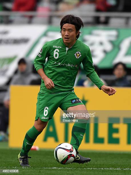 Kazuki Anzai of Tokyo Verdy in action during the J.League second division match between Tokyo Verdy and Jubilo Iwata at Ajimonoto Stadium on November...