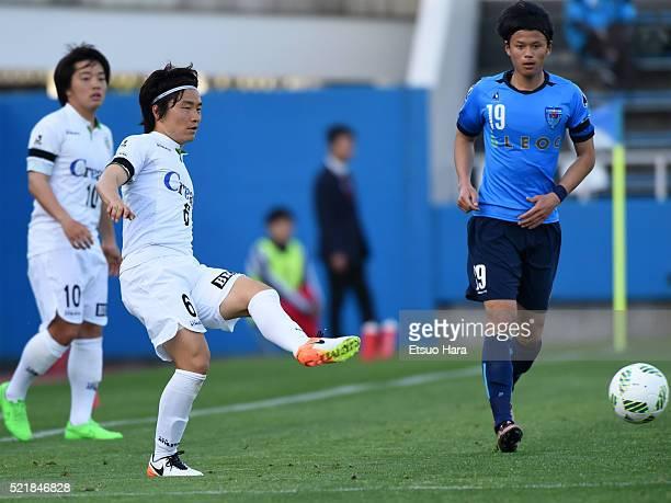 Kazuki Anzai of Tokyo Verdy in action during the J.League second division match between Yokohama FC and Tokyo Verdy at the Nippatsu Mitsuzawa Stadium...