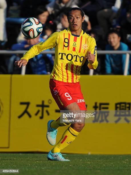 Kazuki Hara of Giravanz Kitakyushu in action during the JLeague second division match between Yokohama FC and Giravanz Kitakyushu at Nippatsu...