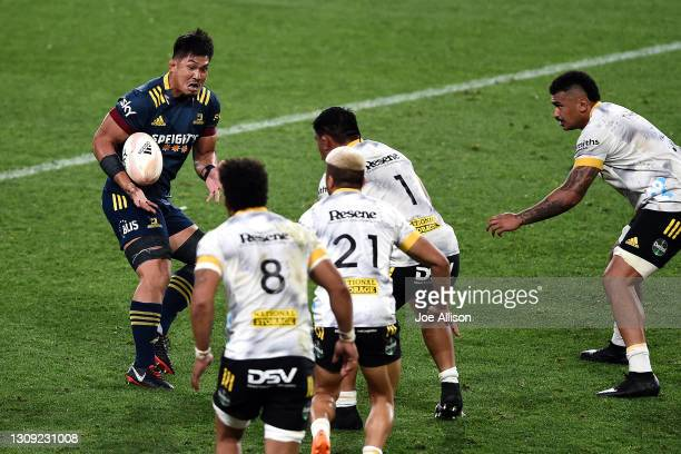 Kazuki Himeno of the Highlanders catches the ball during the round 5 Super Rugby Aotearoa match between the Highlanders and the Hurricanes at Forsyth...