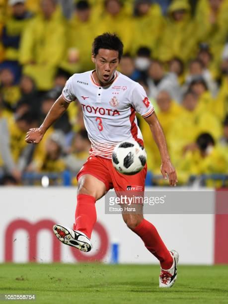 Kazuki Kushibiki of Nagoya Grampus in action during the J.League J1 match between Kashiwa Reysol and Nagoya Grampus at Sankyo Frontier Kashiwa...