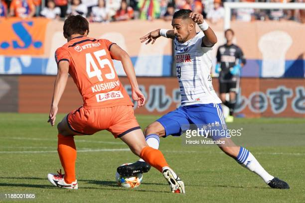 Kazuki Kushibiki of Omiya Ardija and Leonardo of Albirex Niigata compete for the ball during the J.League J2 match between Omiya Ardija and Albirex...