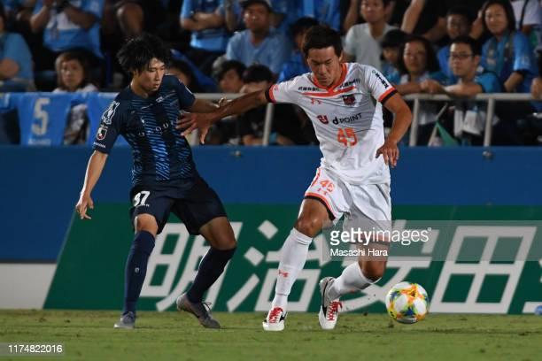 Kazuki Kushibiki of Omiya Ardija and Yusuke Matsuo of Yokohama FC compete for the ball during the J.League J2 match between Yokohama FC and Omiya...