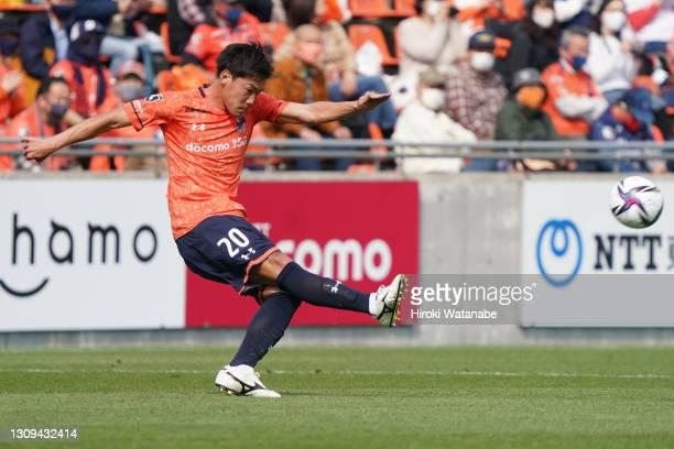 Kazuki Kushibiki of Omiya Ardija in action during the J.League Meiji Yasuda J2 match between Omiya Ardija and V-Varen Nagasaki at the NACK5 Stadium...