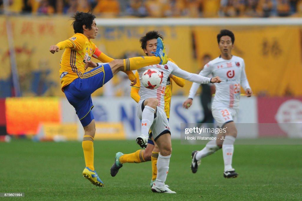 Kazuki Oiwa of Vegalta SAendai nd Yusuke Segawa of Omiya Ardija compete for the ball during the J.League J1 match between Vegalta Sendai and Omiya Ardija at Yurtec Stadium Sendai on November 18, 2017 in Sendai, Miyagi, Japan.