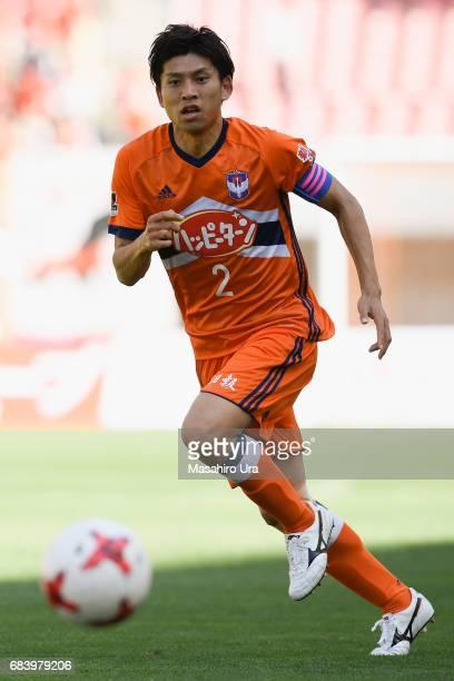 Kazunari Ono of Albirex Niigata in action during the JLeague J1 match between Albirex Niigata and Urawa Red Diamonds at Denka Big Swan Stadium on May...