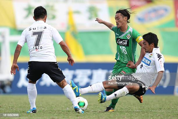 Kazunori Io of Tokyo Verdy comeptes against Yuto Sato and Daisuke Ito of JEF United Chiba during the JLeague second division match between Tokyo...