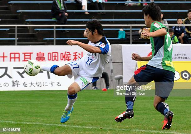 Kazushi Mitsuhira of Oita Trinita scores the opening goal during the JLeague third division match between Gainare Tottori and Oita Trinita at Torigin...