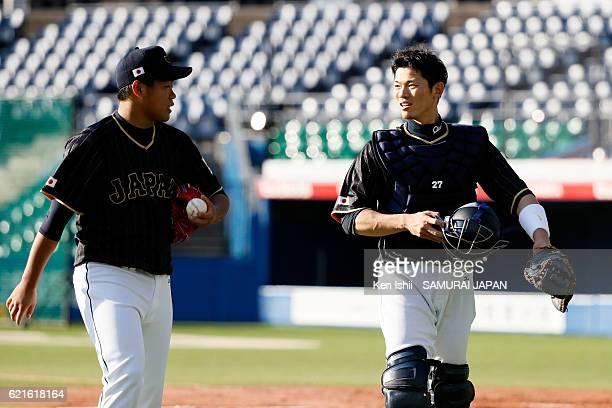 Kazuto Taguchi and Shota Ohno of Samurai Japan talk during the Japan national baseball team practice session at the QVC on November 7 2016 in Tokyo...