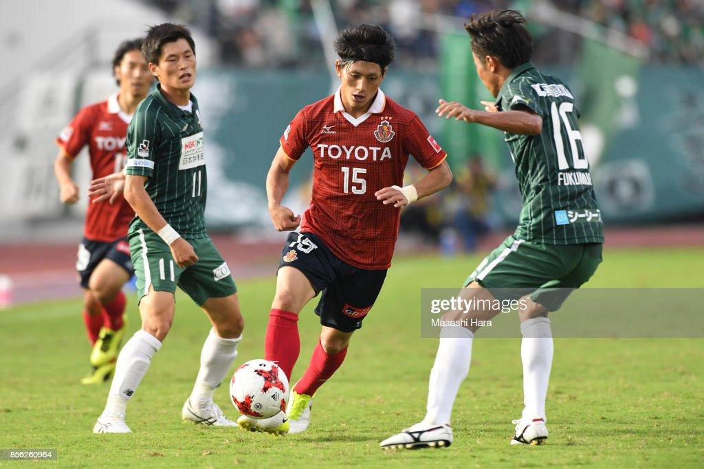 FC Gifu v Nagoya Grampus - J.League J2 : ニュース写真