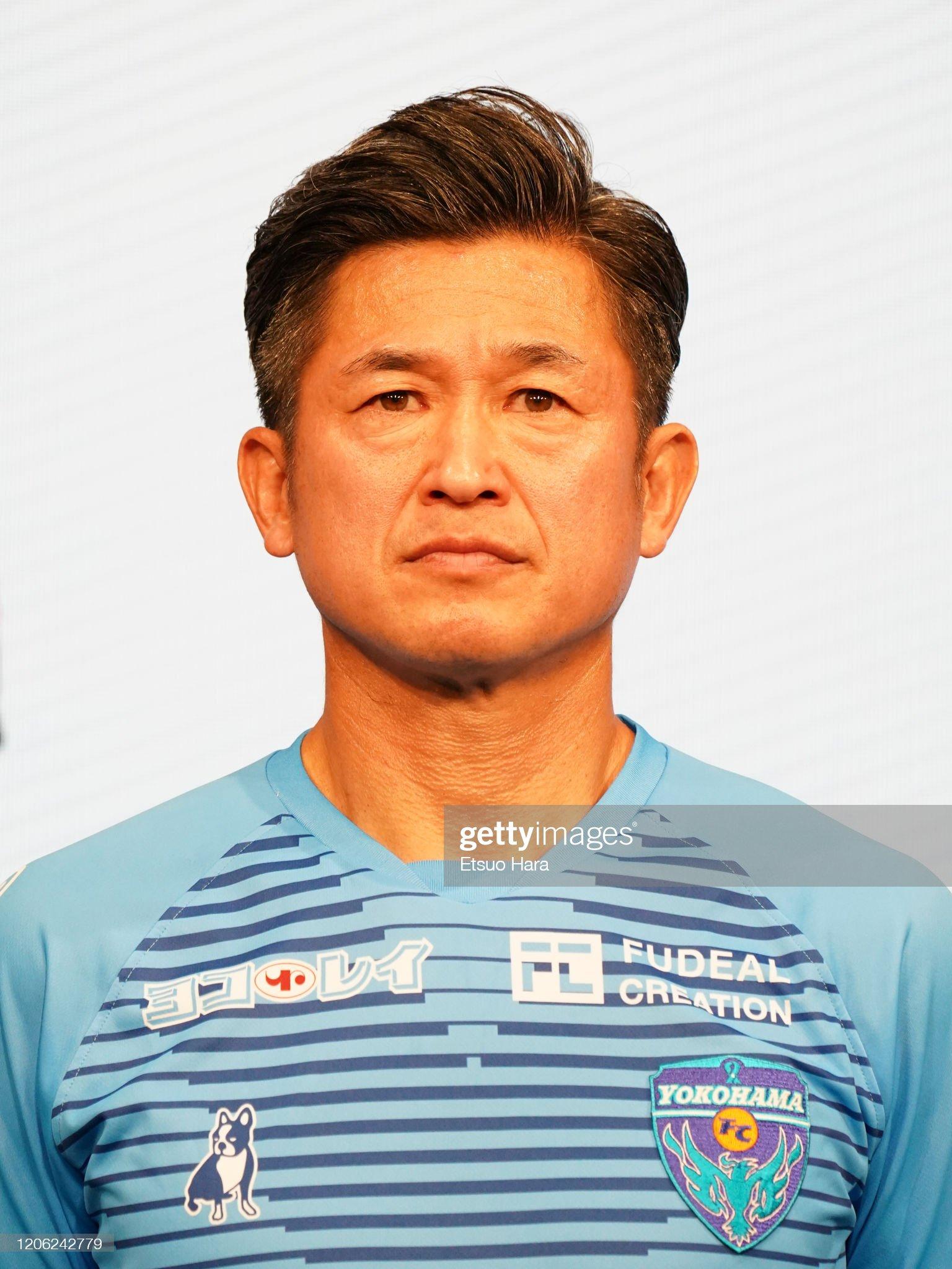 ¿Cuánto mide Kazuyoshi Miura? - Altura - Real height Kazuyoshi-miura-of-yokohama-fc-looks-on-during-the-jleague-kick-off-picture-id1206242779?s=2048x2048