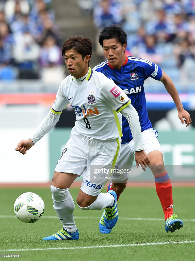 Kazuyuki Morisaki of Sanfrecce Hiroshima#8 in action during the J.League match between Yokohama F.Marinos and Sanfrecce Hiroshima at the Nissan Stadium on April 24, 2016 in Yokohama, Kanagawa, Japan.