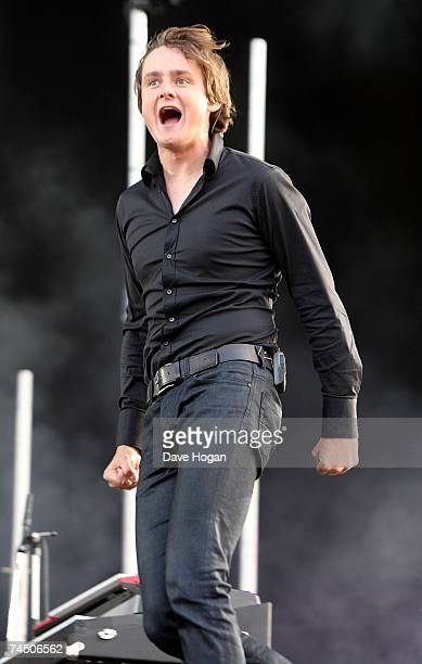 Keane frontman Tom Chaplin performs on stage on the third day of the Isle of Wight Festival 2007 in Newport on June 10 2007 on the Isle of Wight...