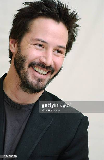 Keanu Reeves during 'Constantine' Press Conference with Keanu Reeves Djimon Hounsou Francis Lawrence Rachel Weisz and Cast at Four Seasons Hotel in...