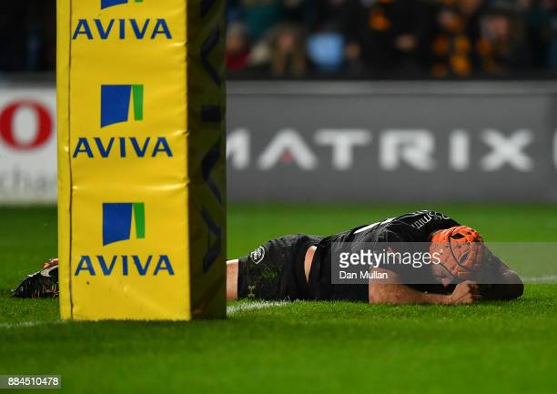 Kearnan Myall of Wasps goes over to score the winning try during the Aviva Premiership match between Wasps and Leicester Tigers at The Ricoh Arena on...