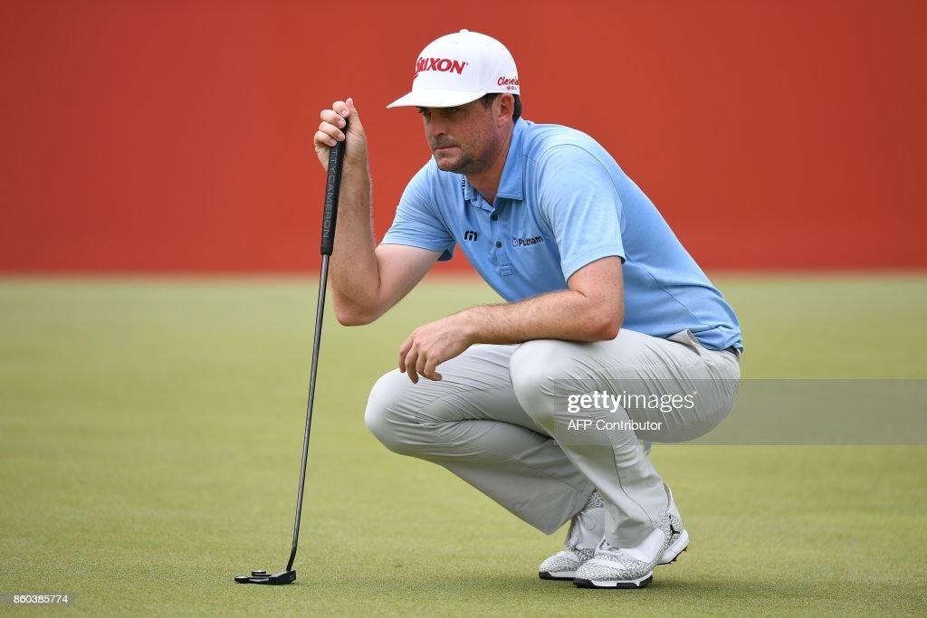 Keegan Bradley of the US lines up a putt on the 18th green during the first round of the 2017 CIMB Classic golf tournament in Kuala Lumpur on October 12, 2017. /