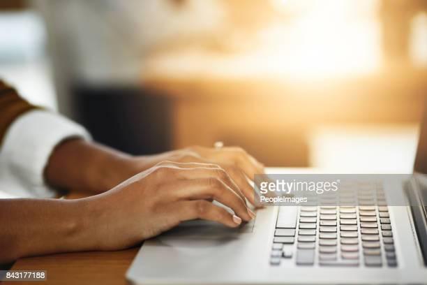 manter meus dedos prontos para ajudar qualquer cliente precisa - digitar - fotografias e filmes do acervo