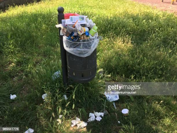 keeping filling a full litter bin