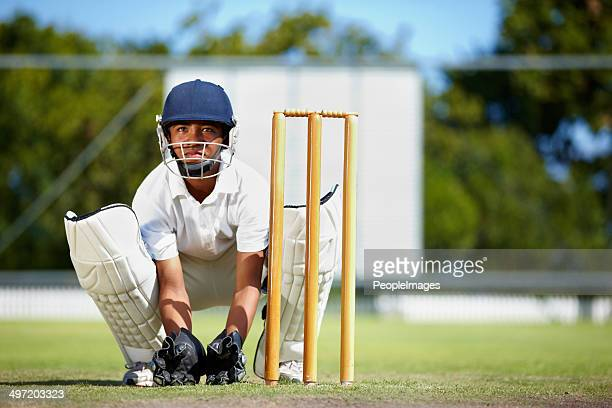 keeping his focus at all times - cricket stockfoto's en -beelden