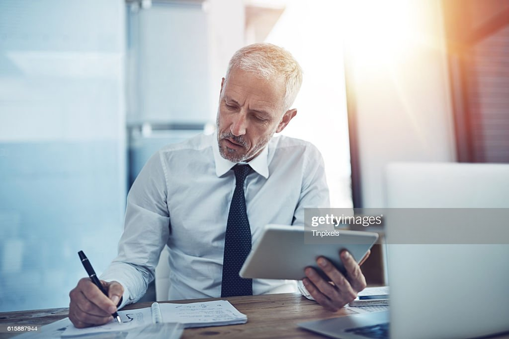 Keeping track of facts and figures : Stock Photo