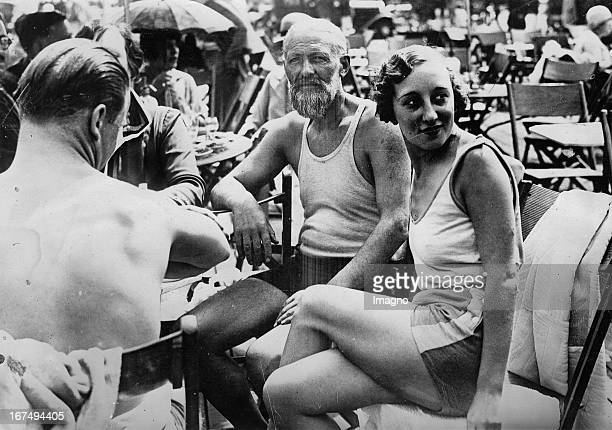 Kees Van Dongen at the lido Deauville in France 1929 Photograph Kees Van Dongen im Strandbad Deauville in Frankreich 1929 Photographie