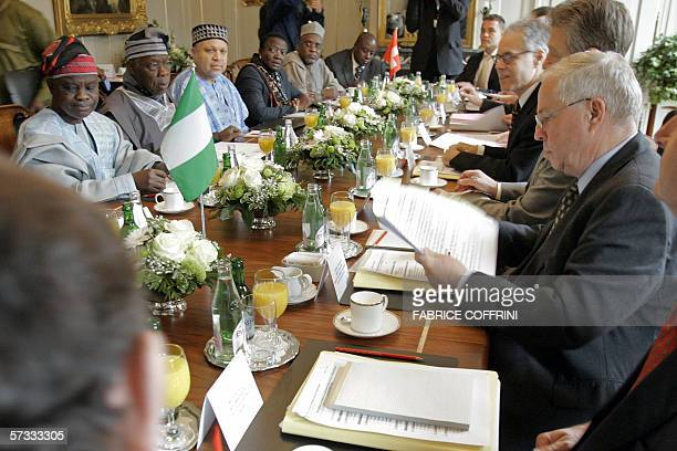 Nigerian president Olusegun Obasanjo faces Swiss President Moritz Leuenberger as Federal Councillor Christoph Blocher head of the Federal Department...
