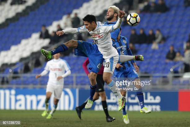 Kei Chinen of Kawasaki Frontale and Richard Windbichler of Ulsan Hyndai compete for the ball during the AFC Champions League Group F match between...