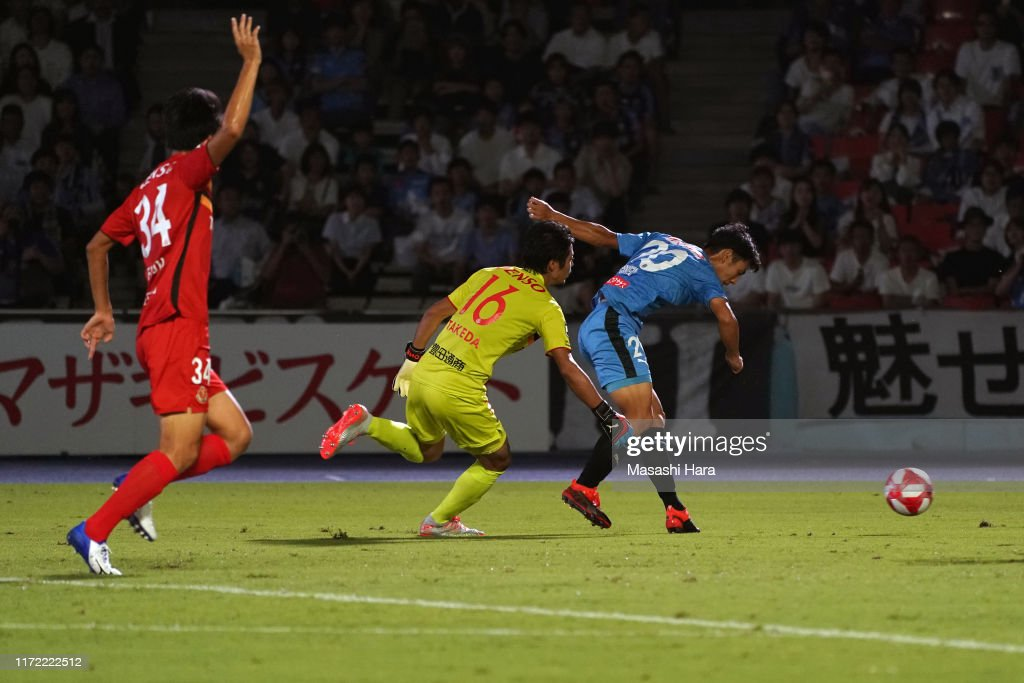 Kawasaki Frontale v Nagoya Grampus - J.League Levain Cup Quarter Final 1st Leg : News Photo