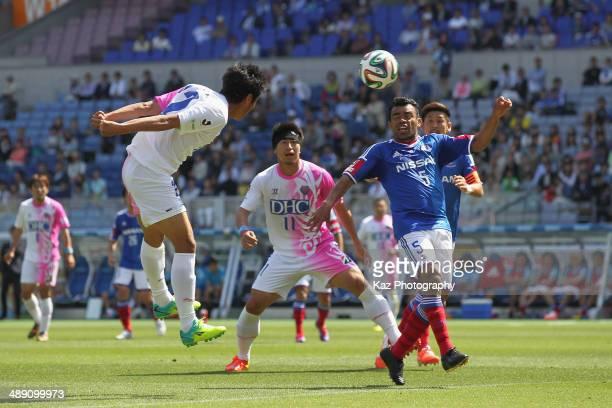 Kei Ikeda of Sagan Tosu scores his team's second goal during the JLeague match between Yokohama FMarinos and Sagan Tosu at Nissan Stadium on May 10...