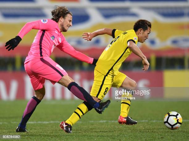 Kei Koizumi of Kashiwa Reysol and Diego Forlan of Kitchee compete for the ball during the AFC Champions League Group E match between Kashiwa Reysol...
