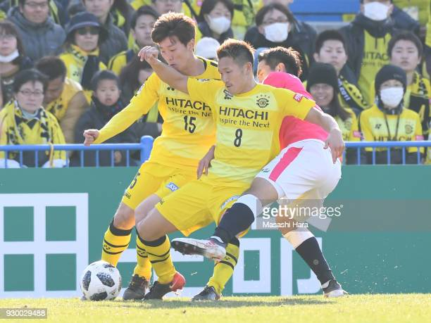 Kei KoizumiKim Bo Kyung of Kashiwa Reysol and Kota Mizunuma of Cerezo Osaka compete for the ball during the JLeague J1 match between Kashiwa Reysol...