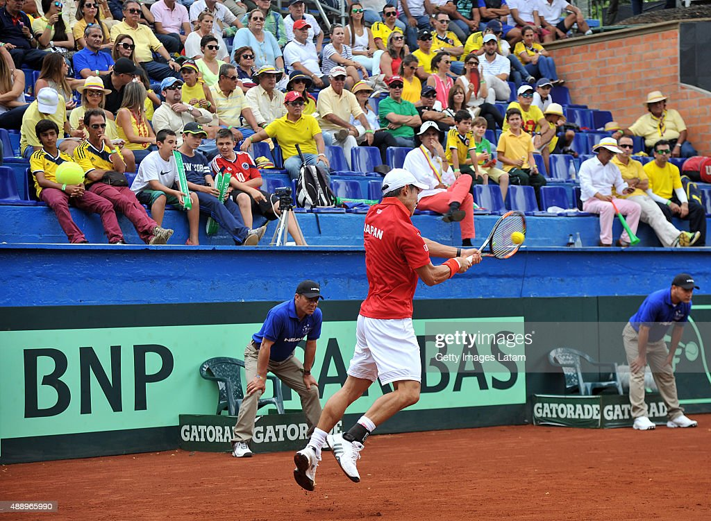Kei Nishikori of Japan returns a backhand shot during the Davis Cup World Group Play-off singles match between Alejandro Falla of Colombia and Kei Nishikori of Japan at Club Campestre on September 18, 2015 in Pereira, Colombia.