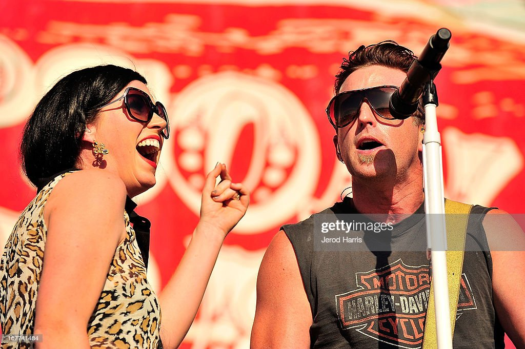 Keifer Thompson and Shawna Thompson of Thompson Square perform at the 2013 Stagecoach Country Music Festival at The Empire Polo Club on April 28, 2013 in Indio, California.