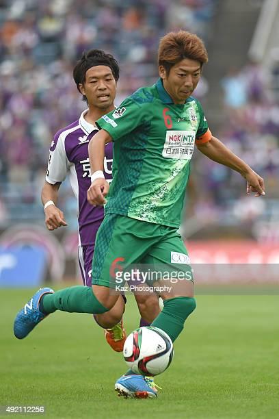 Keiji Takachi of FC Gifu dribbles the ball during the JLeague 2nd division match between Kyoto Sanga and FC Gifu at the Nishiyogoku Athletic Stadium...