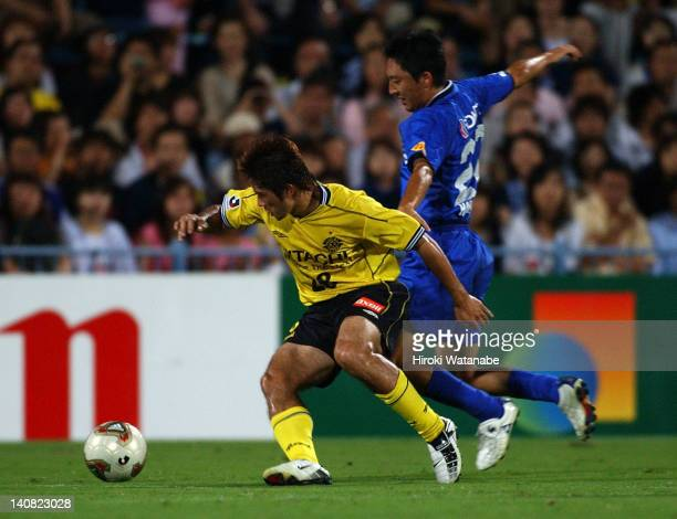 Keiji Tamada of Kashiwa Reysol and Hideo Hashimoto of Gamba Osaka compete for the ball during the JLeague match between Kashiwa Reysol and Gamba...
