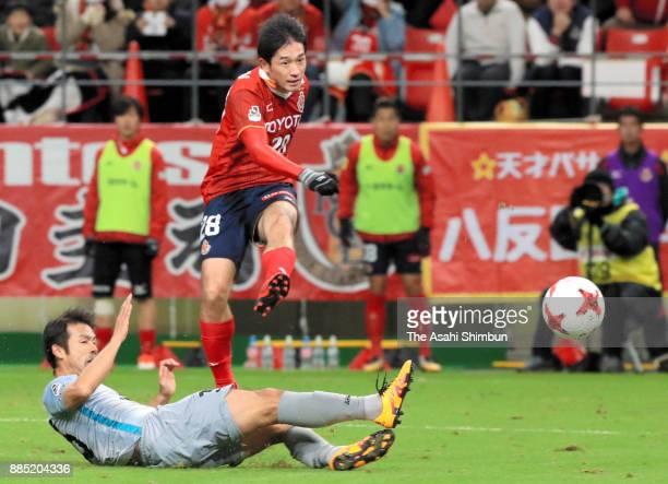 Keiji Tamada of Nagoya Grampus shoots at goal during the JLeague J1 Promotion PlayOff Final between Nagoya Grampus and Avispa Fukuoka at Toyota...