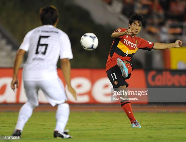Keiji Tamada of Nagoya Grampus tries his free kick during the JLeague match between Nagoya Grampus and Sanfrecce Hiroshima at Mizuho Soccer Stadium...