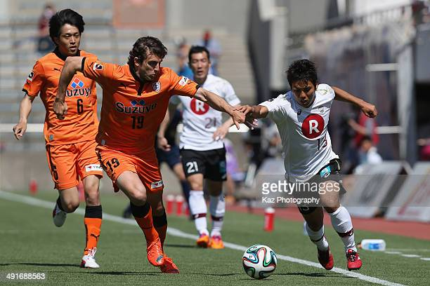 Keijiro Ogawa of Vissel Kobe and Dejan Jakovic of Shimizu SPulse compete for the ball during the JLeague match between Shimizu SPulse and Vissel Kobe...