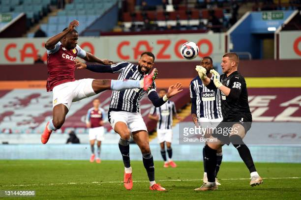Keinan Davis of Aston Villa beats the challenge of Kyle Bartley of West Bromwich Albion to score past keeper Sam Johnstone during the Premier League...