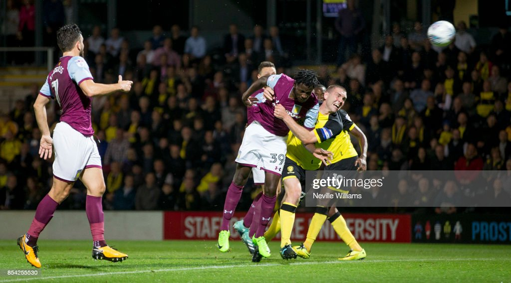 Keinan Davis of Aston Villa scores the opening goal during the Sky Bet Championship match between Burton Albion and Aston Villa at the Pirelli Stadium on September 26, 2017 in Burton, England.