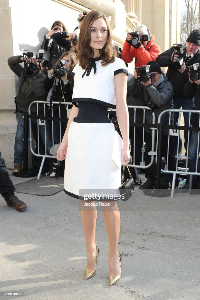 Keira Knightley arrives at Chanel 2014/2015 Autumn/Winter ready-to-wear collection fashion show on March 4, 2014 in Paris, France.