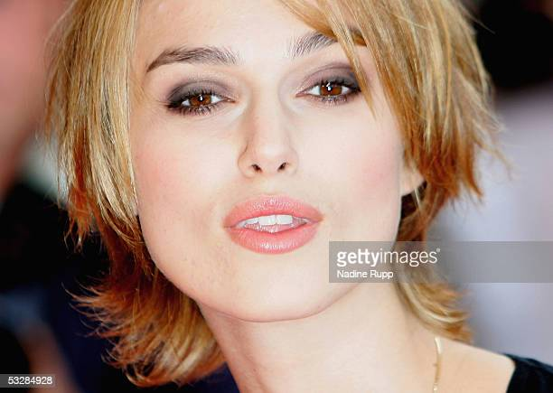 Keira Knightley arrives on the red carpet at the Pride Prejudice premiere on July 25 2005 in Hamburg Germany