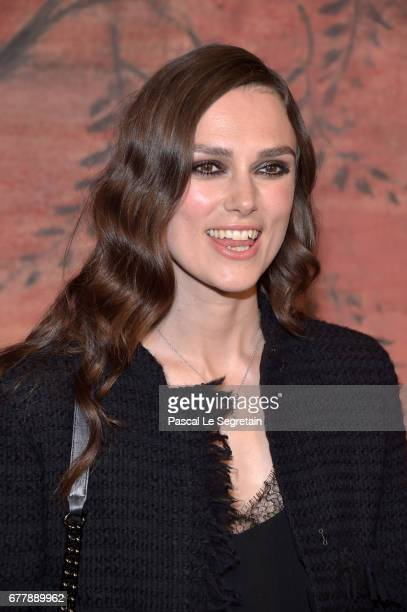 Keira Knightley attends the Photocall of the 'Chanel Cruise 2017/2018 Collection' at Grand Palais on May 3 2017 in Paris France