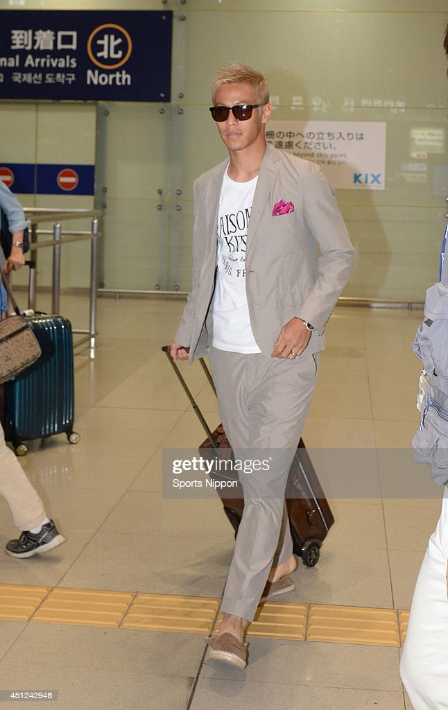 Keisuke Honda Arrives In Japan : ニュース写真