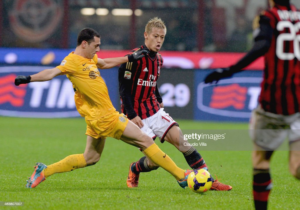 Keisuke Honda of AC Milan (R) and Romulo of Hellas Verona FC compete for the ball during the Serie A match between AC Milan and Hellas Verona FC at San Siro Stadium on January 19, 2014 in Milan, Italy.